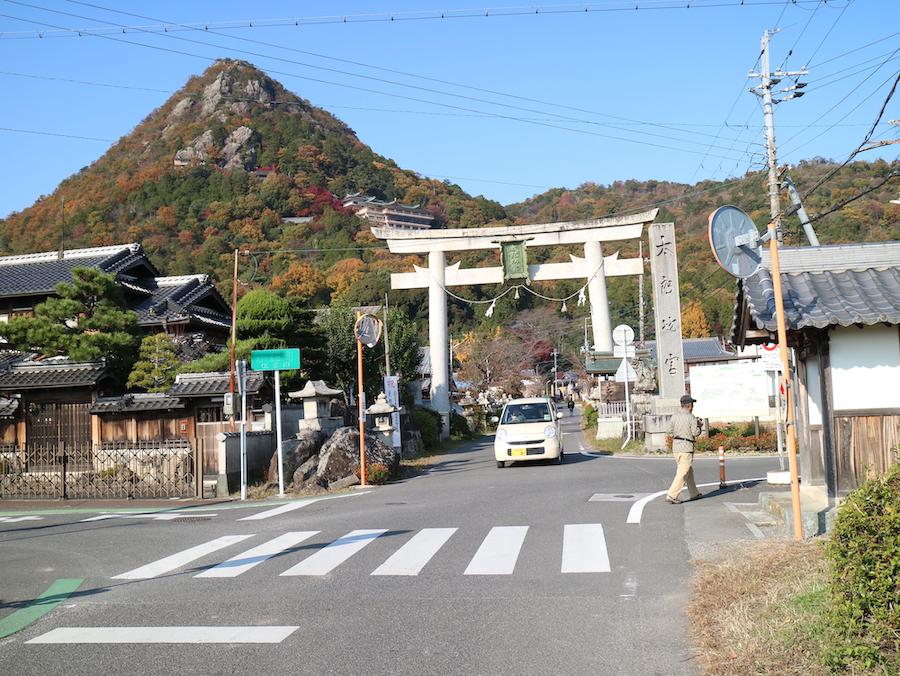 太郎坊山と大鳥居